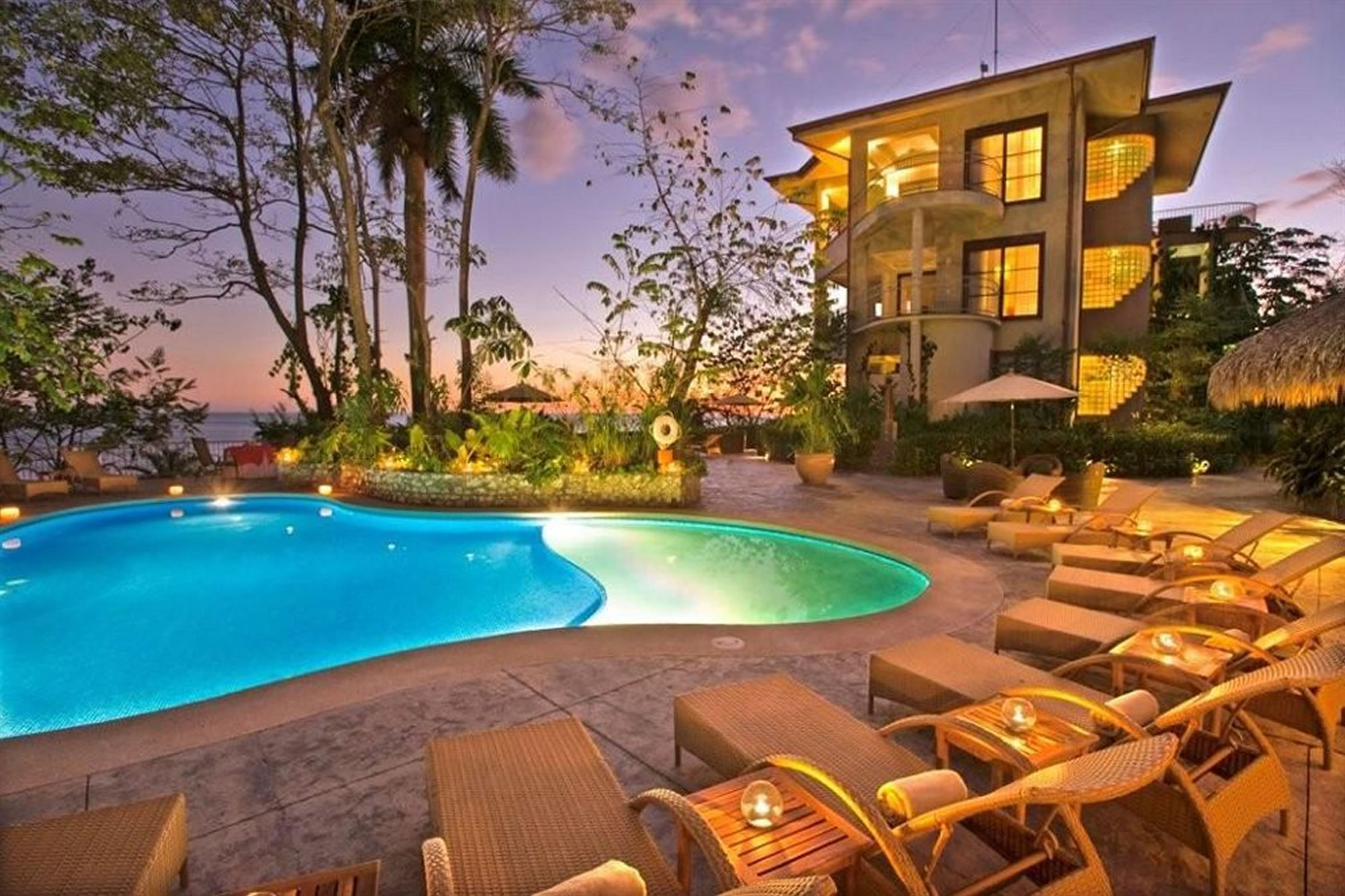 Costa-Rica-Holiday-Tours-Arenas-del-Mar-Pool-2