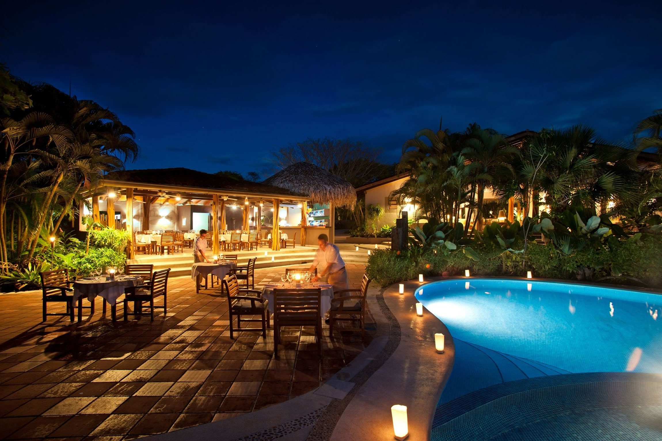 Costa-Rica-Holiday-Tours-Cala-Luna-Exterior-Night