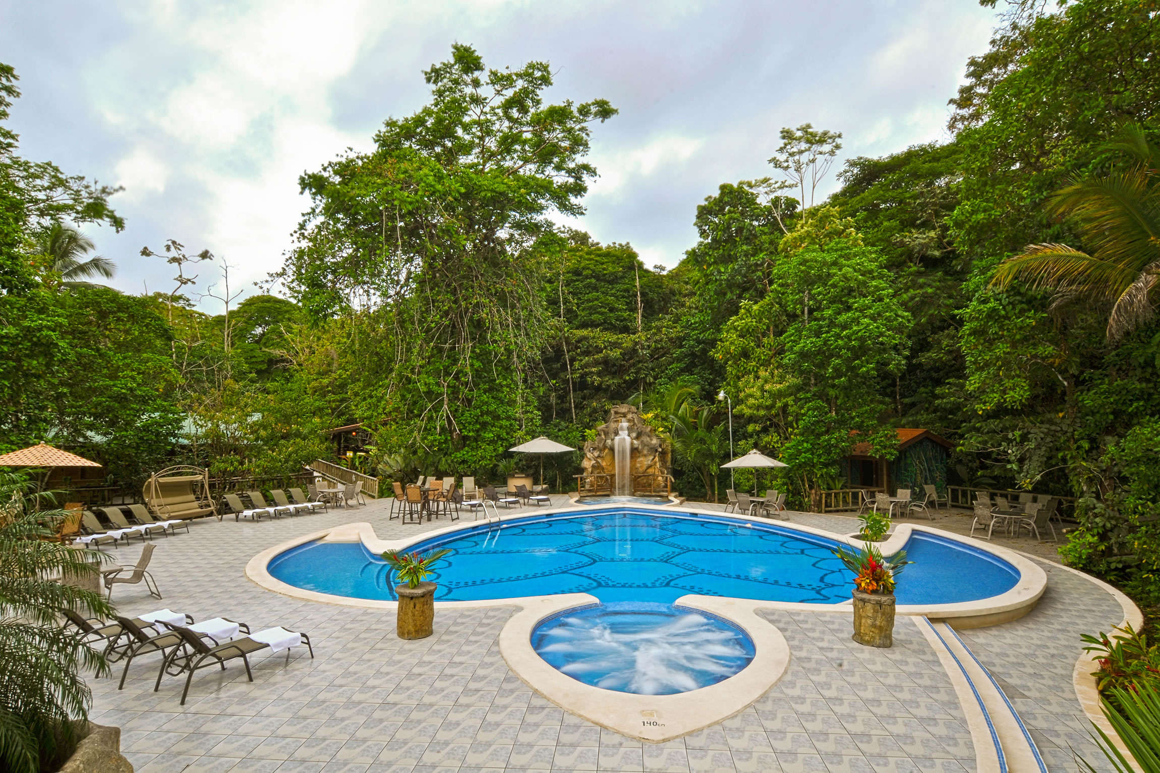 Costa-Rica-Holiday-Tours-Evergreen-Lodge-Pool