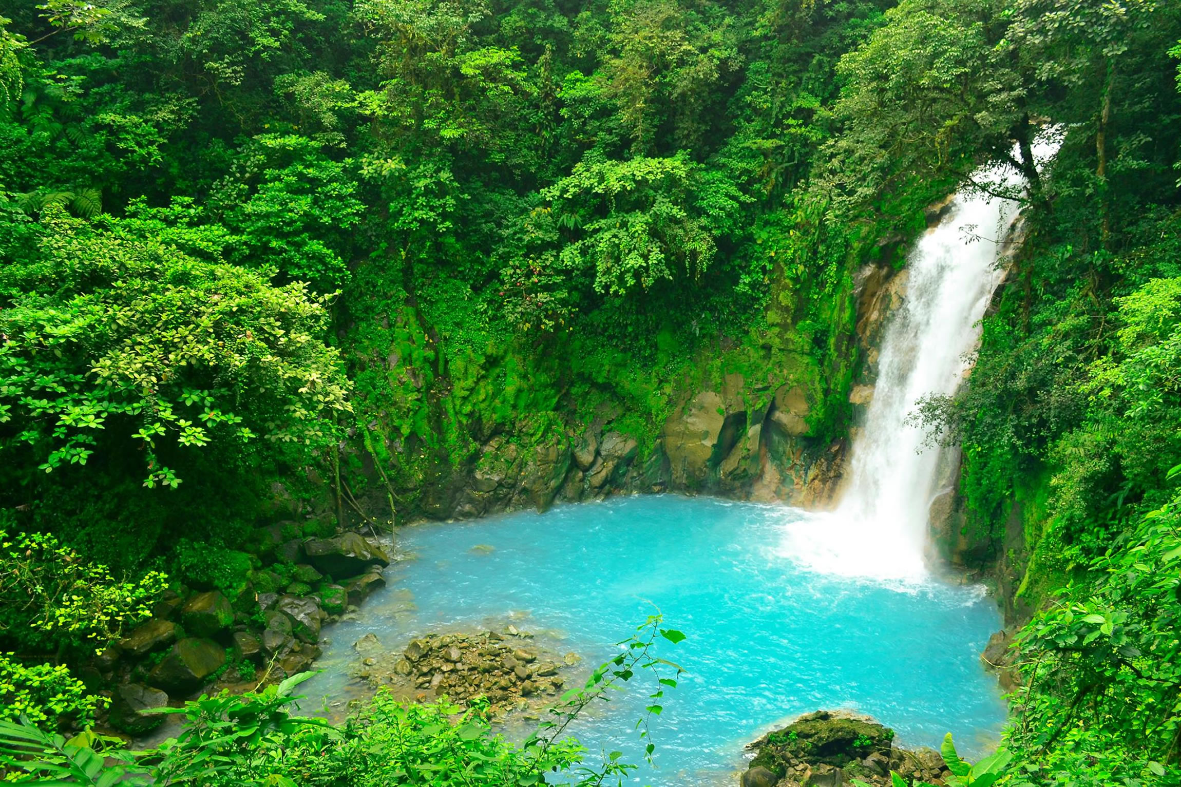 Costa-Rica-Holiday-Tours-Rio-Celeste-Hideaway-Waterfall