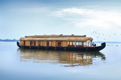 India-Tailormade-Tours-Spices-Routes-Premium-Houseboat_BOAT-Exterior