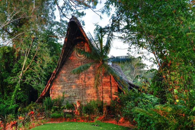 Papua-New-Guinea-Holiday-Tours-Karawari-Lodge_Exterior