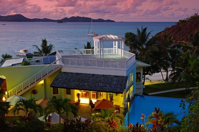 Seychelles-Holiday-Tours-Hotel-L'Archipel_Bar_pool_view_evening
