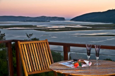 South-Africa-Tailormade-Tours-Kanonkop-House_knysna-heads-view