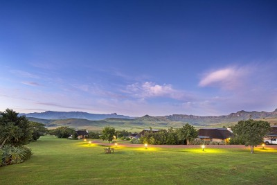 South-Africa-Tailormade-Tours-Montusi-Mountain-Lodge_Moutain-Views