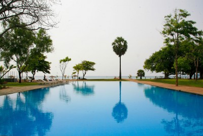 Sri-Lanka-Holiday-Tours-Chaaya-Blu_Pool