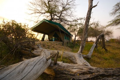 Tanzania-Tailormade-Tours-Lake-Manze-Camp_Exterior