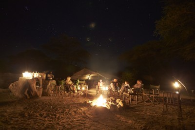 Tanzania-Tailormade-Tours-Mdonya-Old-River-Camp_Fireplace