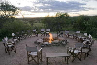 Tanzania-Tailormade-Tours-Oliver-s-Camp_campfire-2