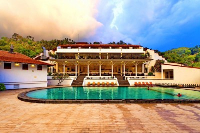 Sri-Lanka-Holiday-Tours-Cinamon-Citadel_Pool