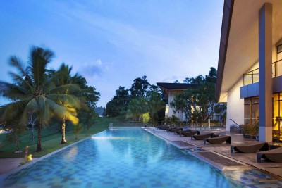 Indonesia-Tailor-made-holidays-Novotel-Manado_Pool