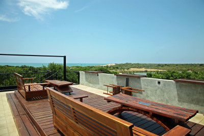 6 Cinnamon Wild viewing deck